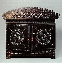 Шкафчик (Хотьковская резная кость)