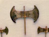 Орнаментированные золотые минойские лабрисы